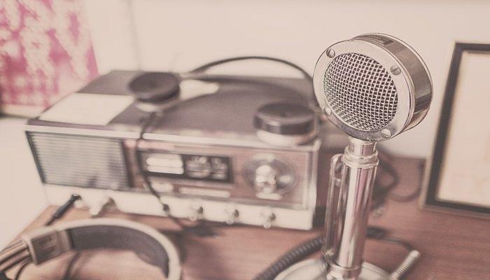 Πώς μπορώ να συνδέσω το ραδιόφωνό μου
